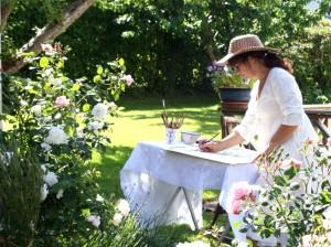 Sofie Eres målar i trädgården
